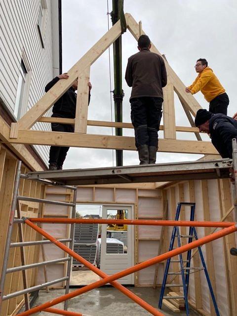 Plaatsen steunbalken dak